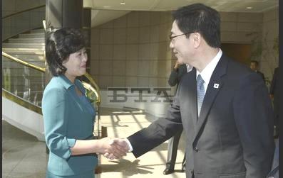 SK delegate meets K. Song-hye