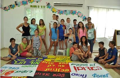 israel children banners demo